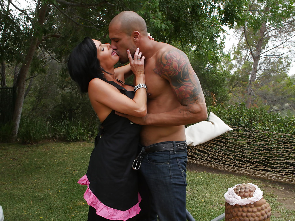 big titted milf veronica avluv getting fucked in backyard by black