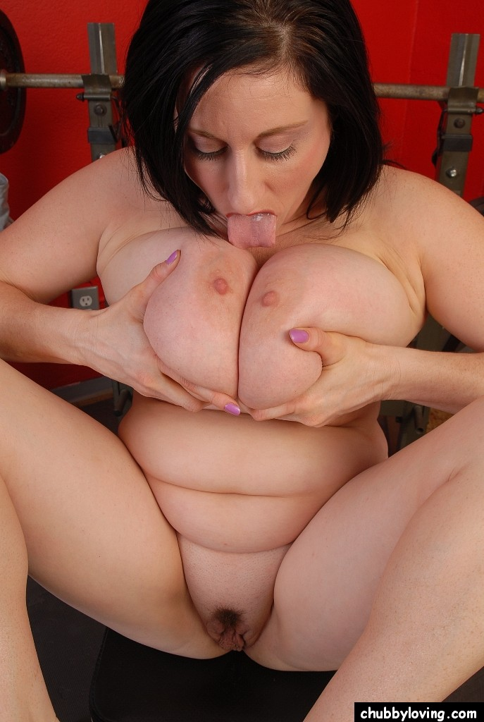 fat babe pawns her cunt and fucked