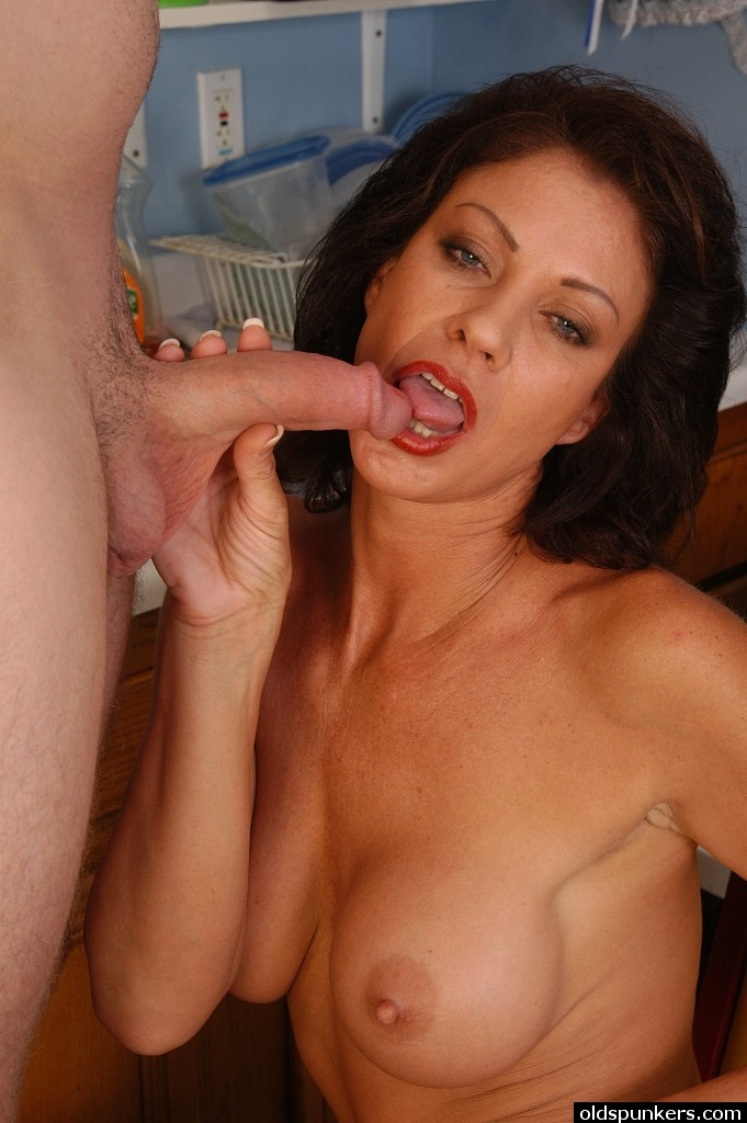 Mature Cock Sucking Swallowing