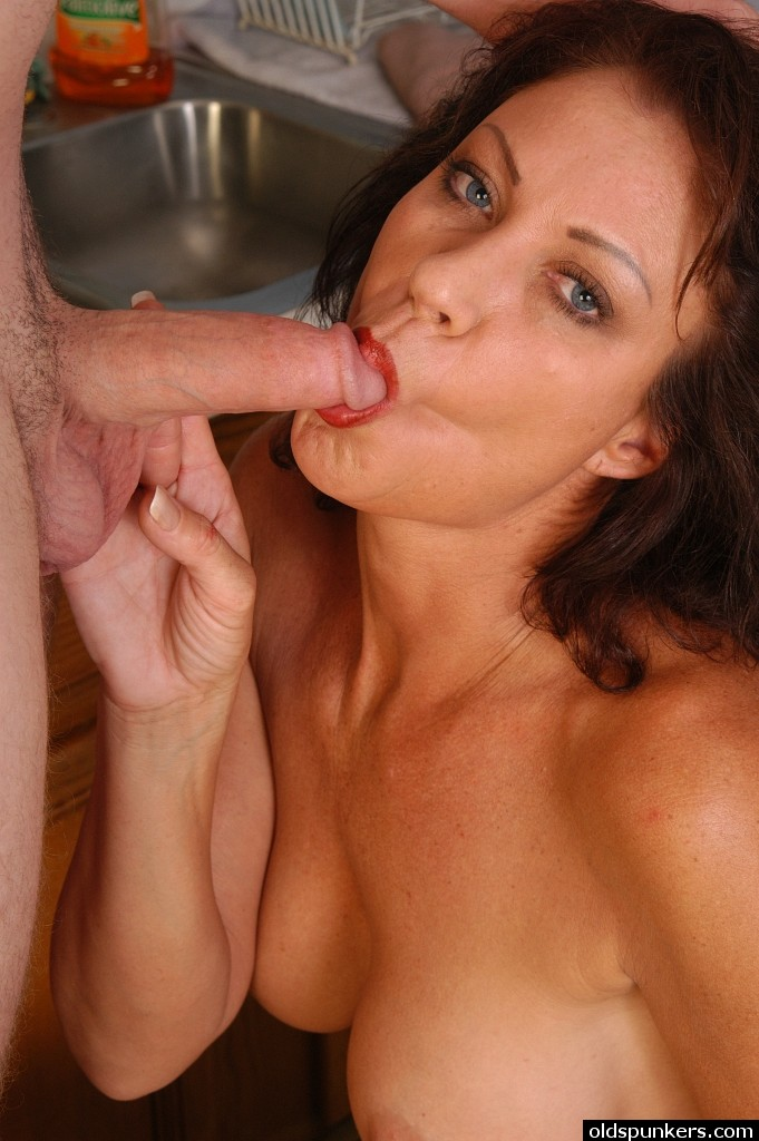 Older women sucking dicks