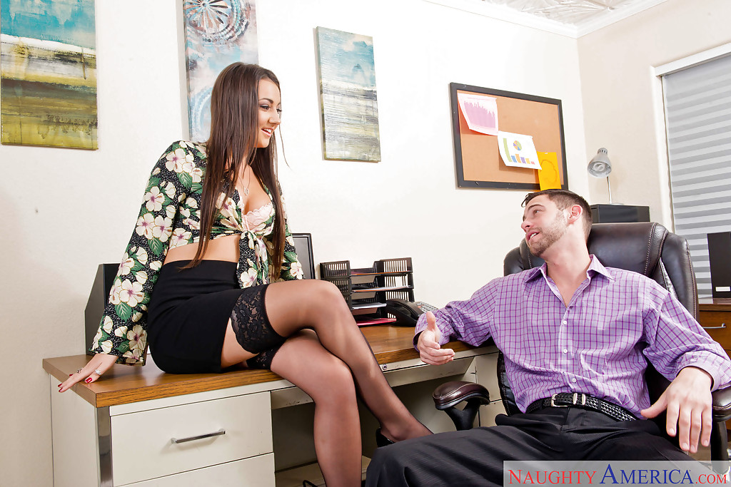 Giving boss fuck secretary on desk
