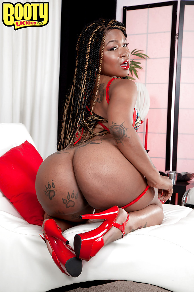 Big booty ebony solo