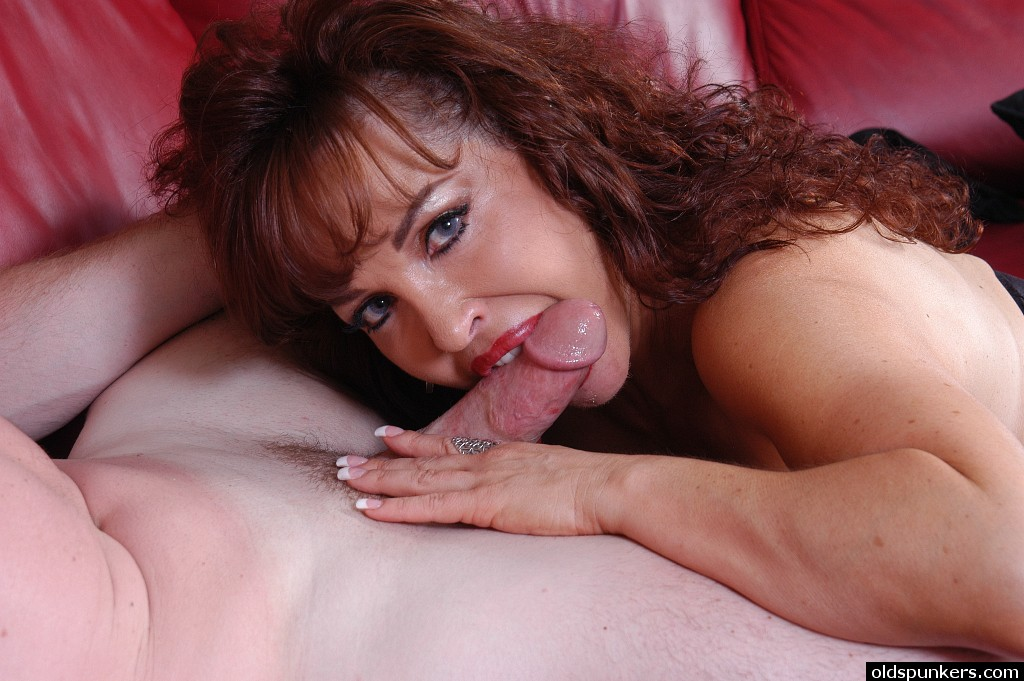 mature mom oral sex