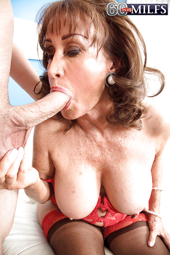 nude-granny-at-party-giving-blowjob