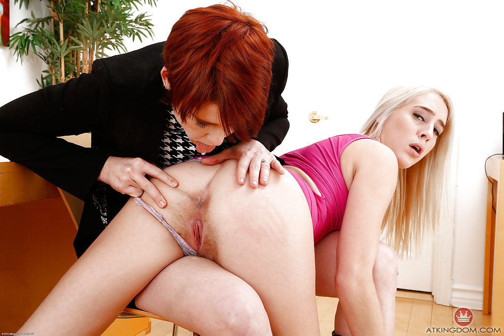 Lesbians sucking each others pussy