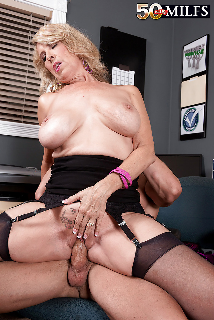 Over 60 mature model pearl shows us her granny body and pier - 2 part 8