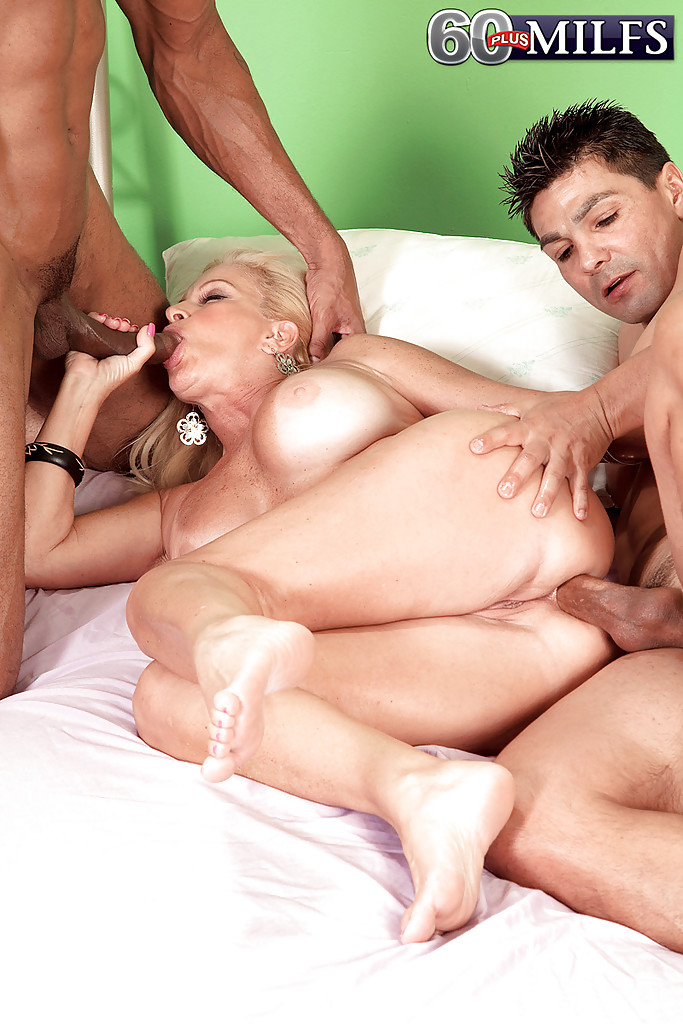 Threesome with sexy neighbors girls blowjobs