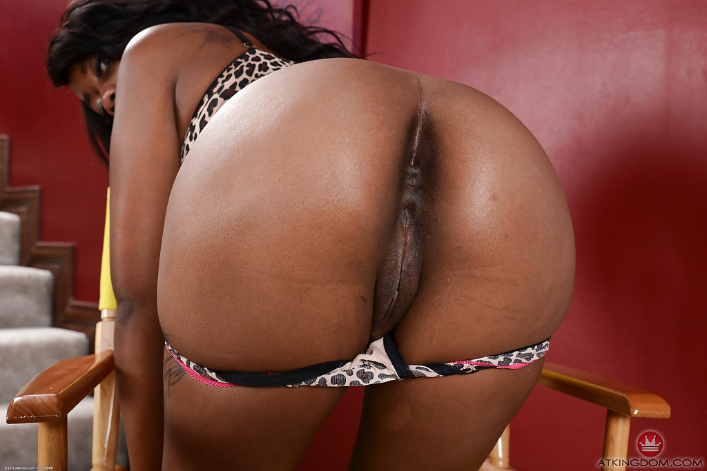 Sensual nudity solo with premium details by ebony goddess Amber Cream