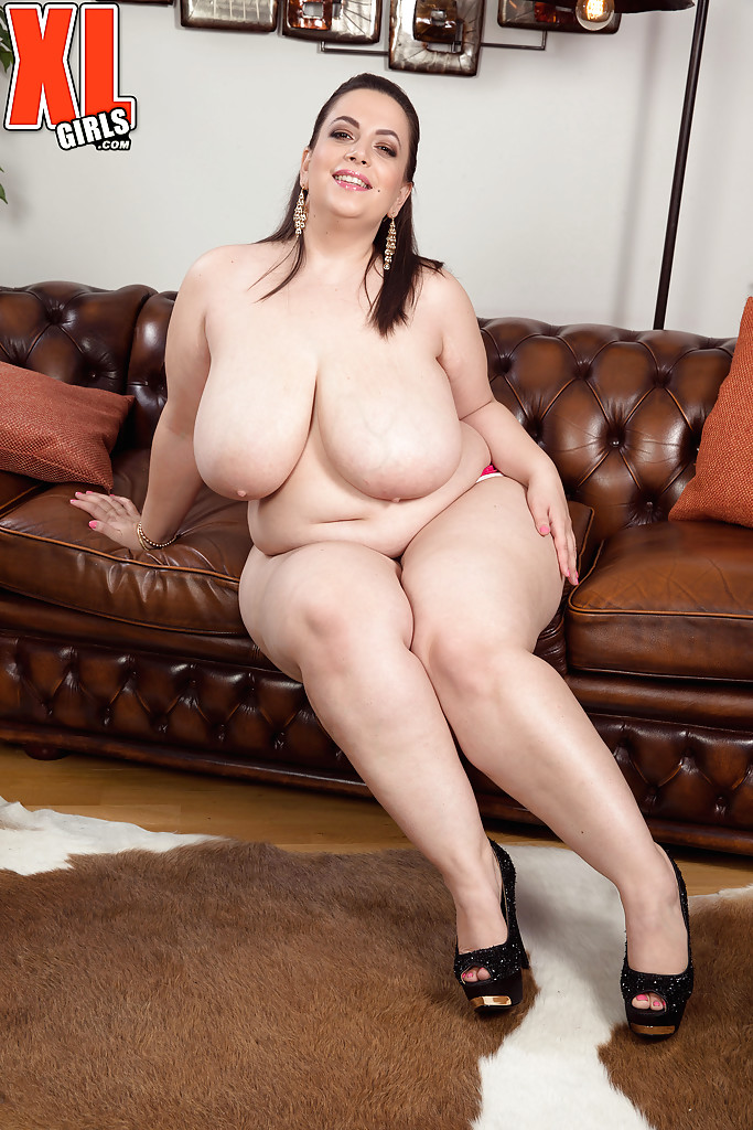naked chubby amateur girl