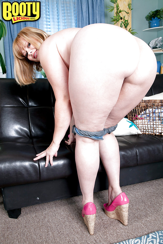 Mature Big-beautiful-woman Marcy Diamond disclosing big nooky formerly jacking-off porn photo #317786226   Bootylicious Mag, Marcy Diamond, Ass, BBW, Close Up, Clothed, Legs, Masturbation, Mature, Pussy, Shorts, Spreading, mobile porn