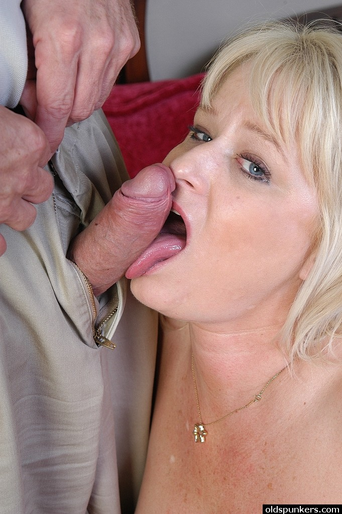 Amateur Older Woman Creampie