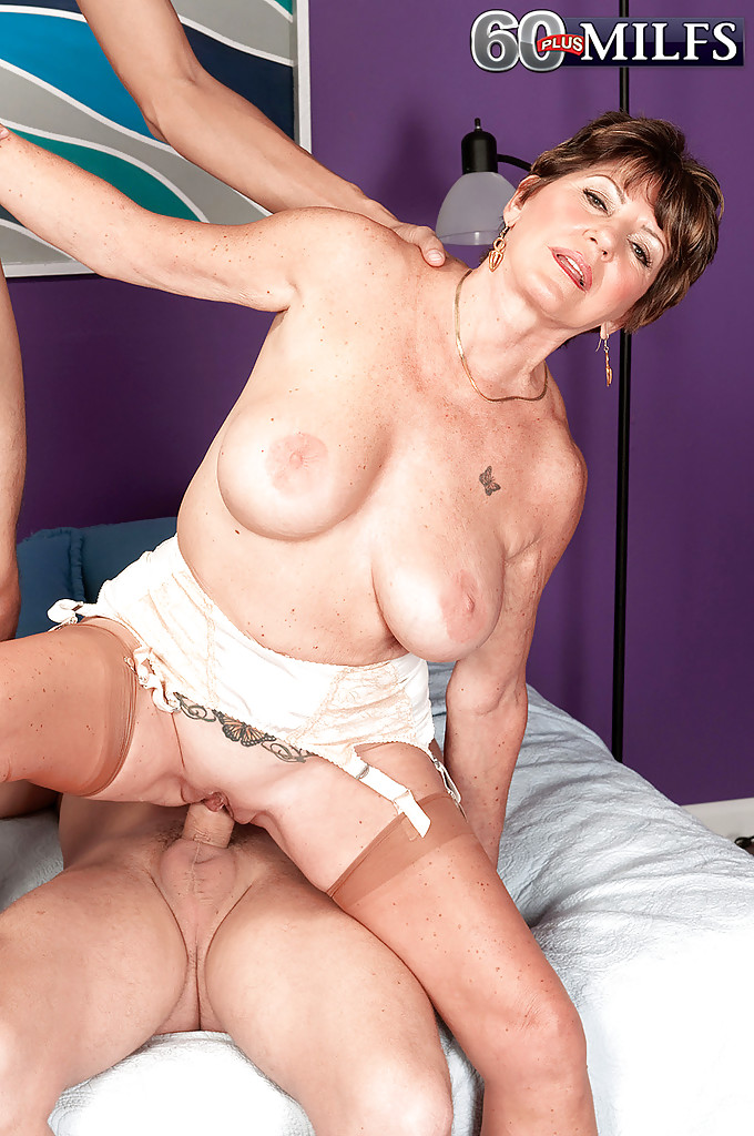 Busty mmf milf shaved thumbs