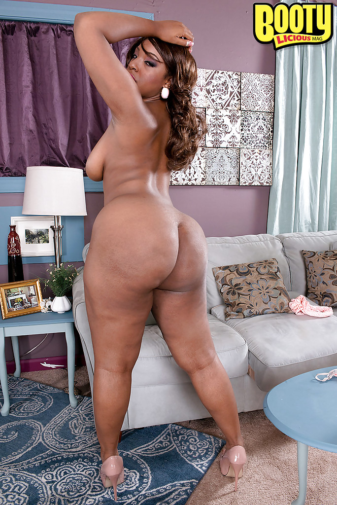 Big ass ebony solo