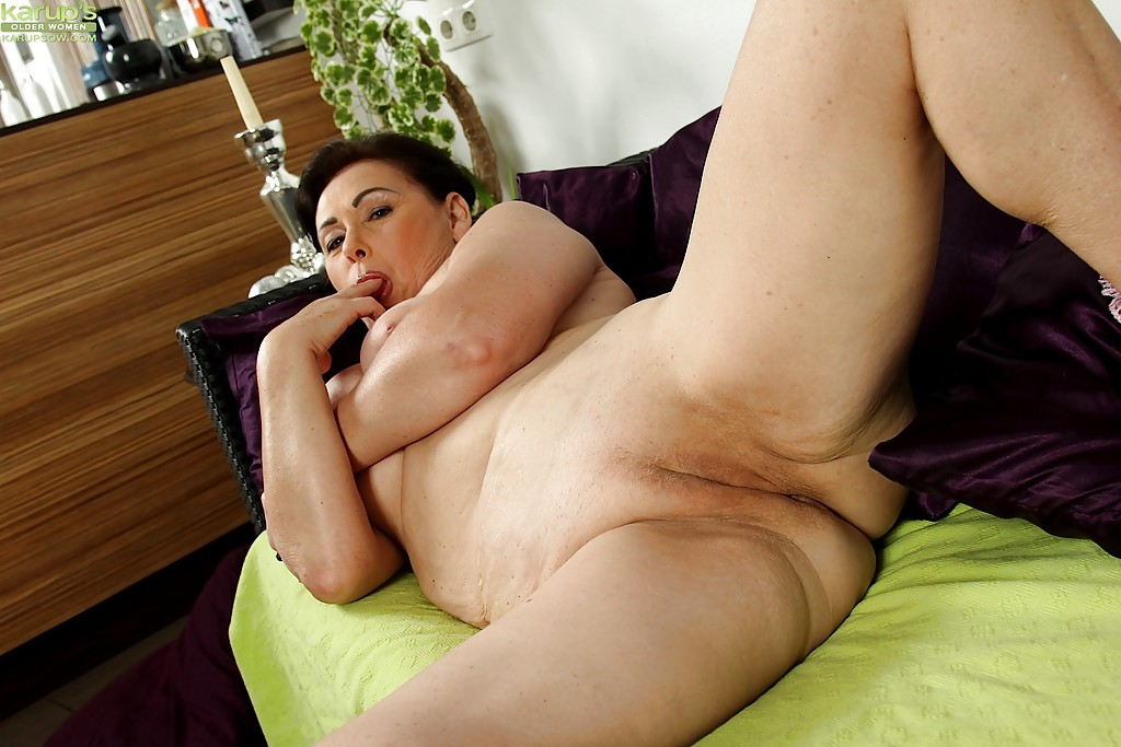 Nude fat women masturbating
