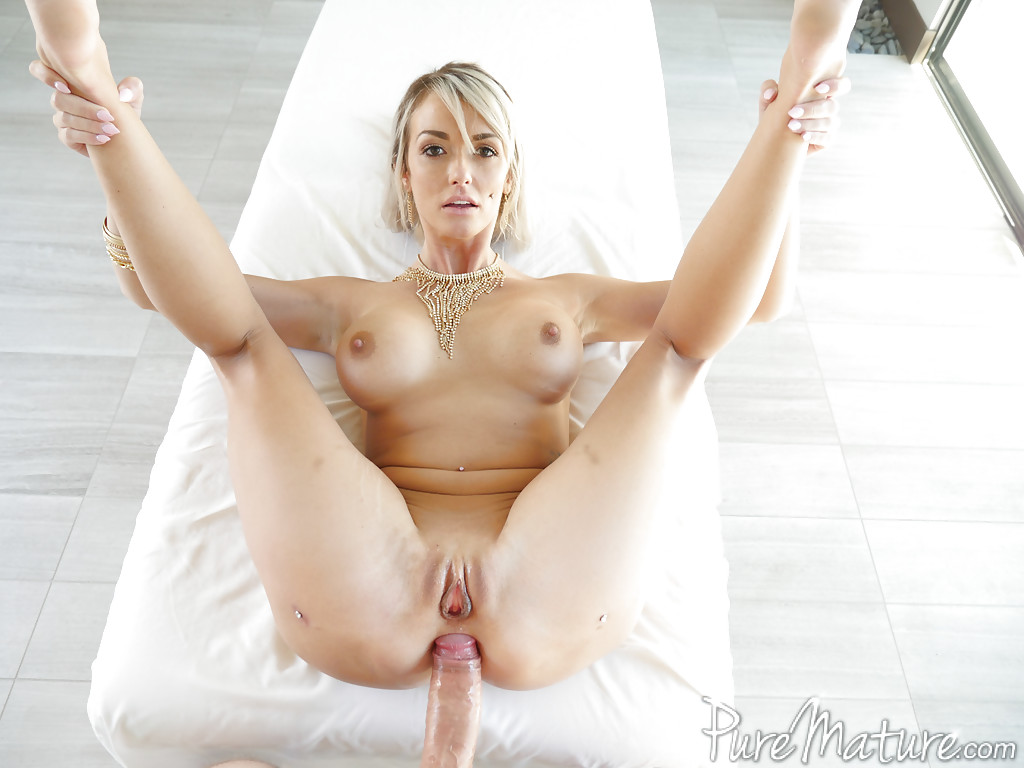 female cougar nude model