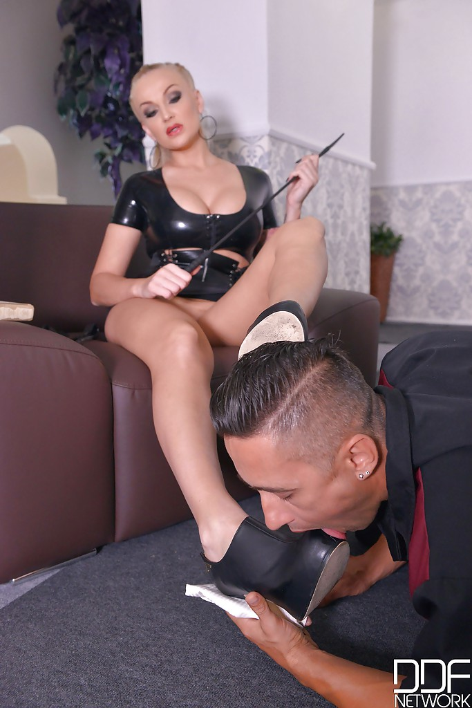 Dominatrix Abusing Mans Asshole