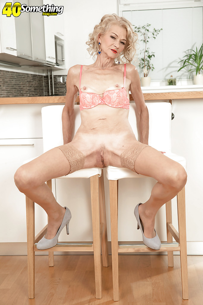 Skanky blonde with small boobs rides machine 10