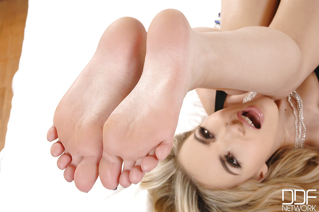 Blond cam feet in fact no sound 9
