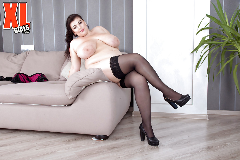 naked-fat-saloon-girls
