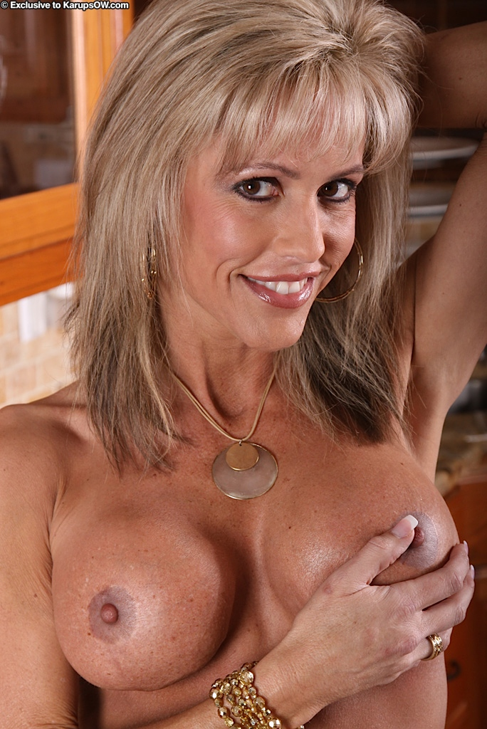 Hot mature with fine assets Jordan superb nudity solo in the kitchen