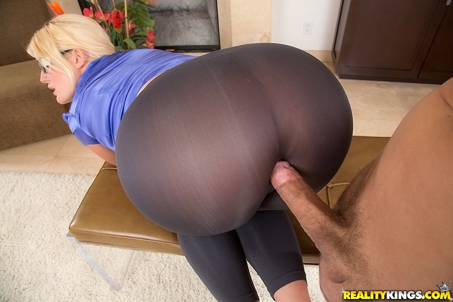 Shoulders Hot blonde girls yoga pants ass