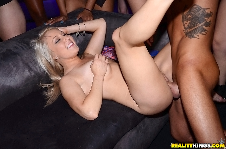 Girls at male strip club-1605