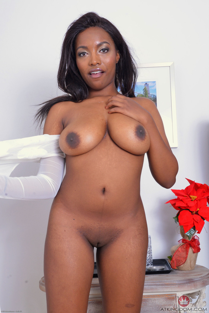 Sexy Black Amateur Daya Knight Uncovers Natural Tits Before Showing Pink Pussy
