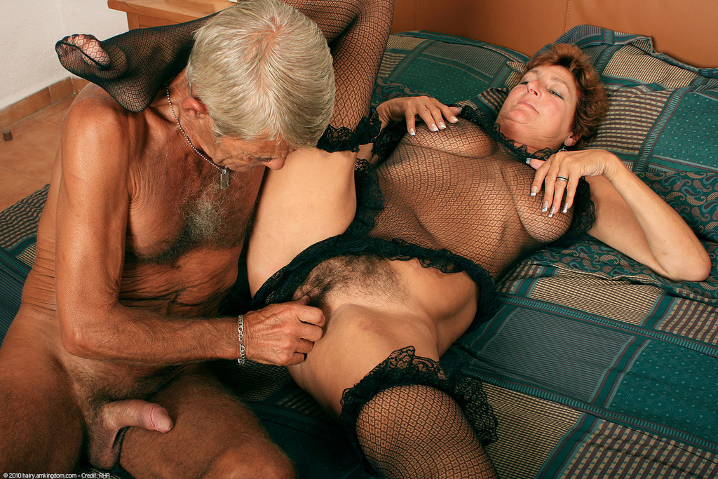 Giving oral sex to women unshaved