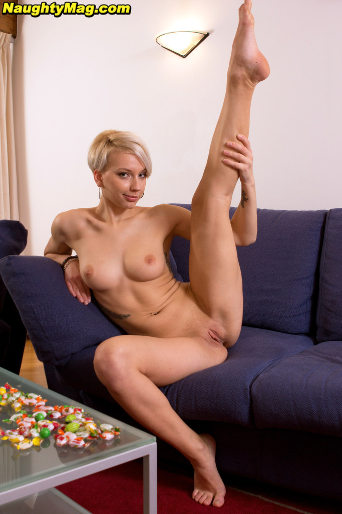 Nude short blond