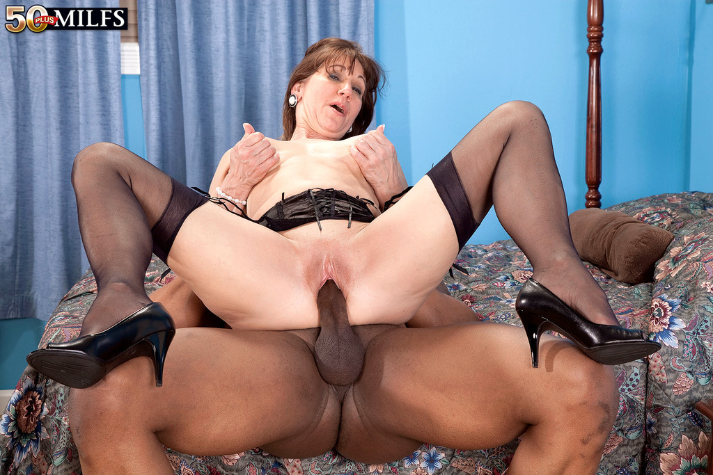 Mature secretary gets fucked