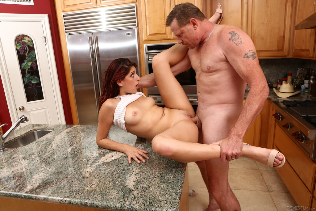 After suckingamber jayne is ready for hard sex on the kitchen table