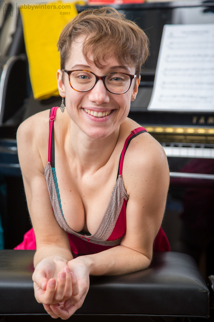 ... Nerdy amateur Gretchen spreads her hairy pussy and proceeds with piano  playing ...