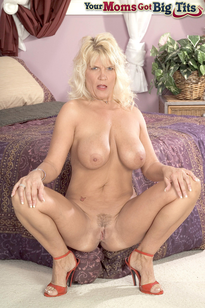 Chubby Amateur Riding Dildo