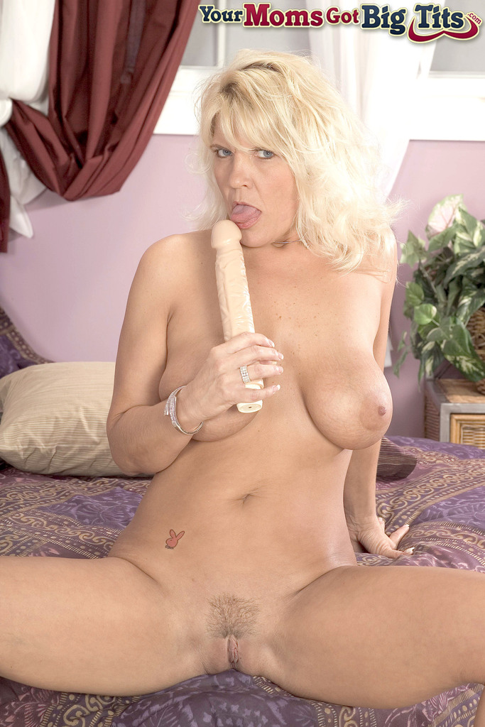 Mature blonde ride toy nr 000