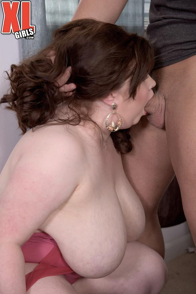 White trash takes violent throatfuck while hubby is