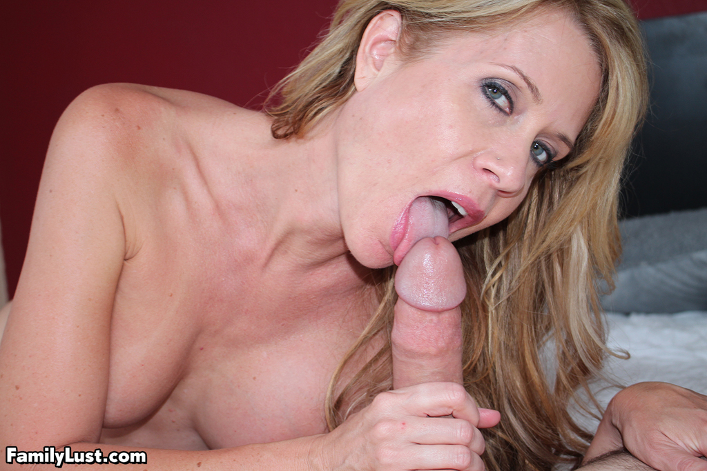 Amateur mom sucking sons cock