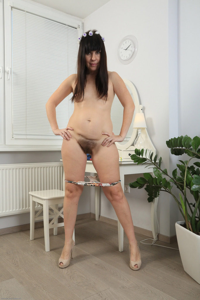 Amature pics of naked thick woman