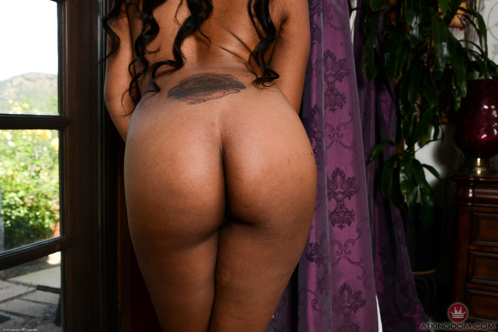 Ebony amateur Amber Cream lifts her black dress to expose her butt and pussy