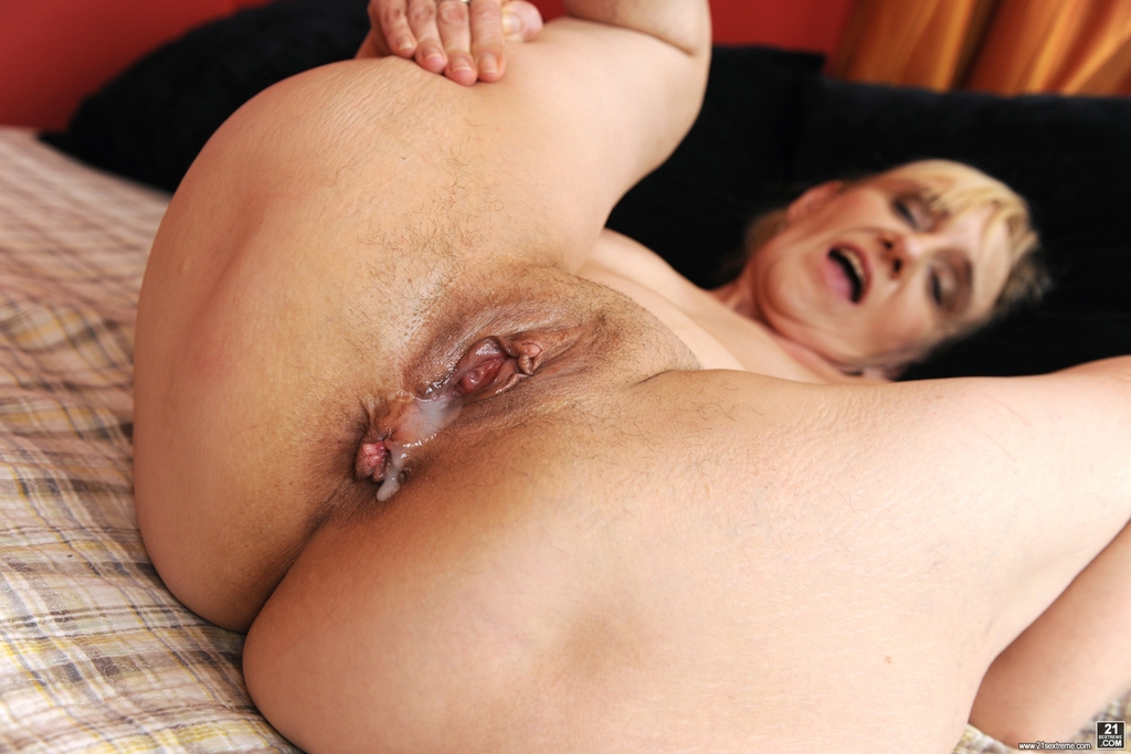 granny-pussy-throbs-for-creampie
