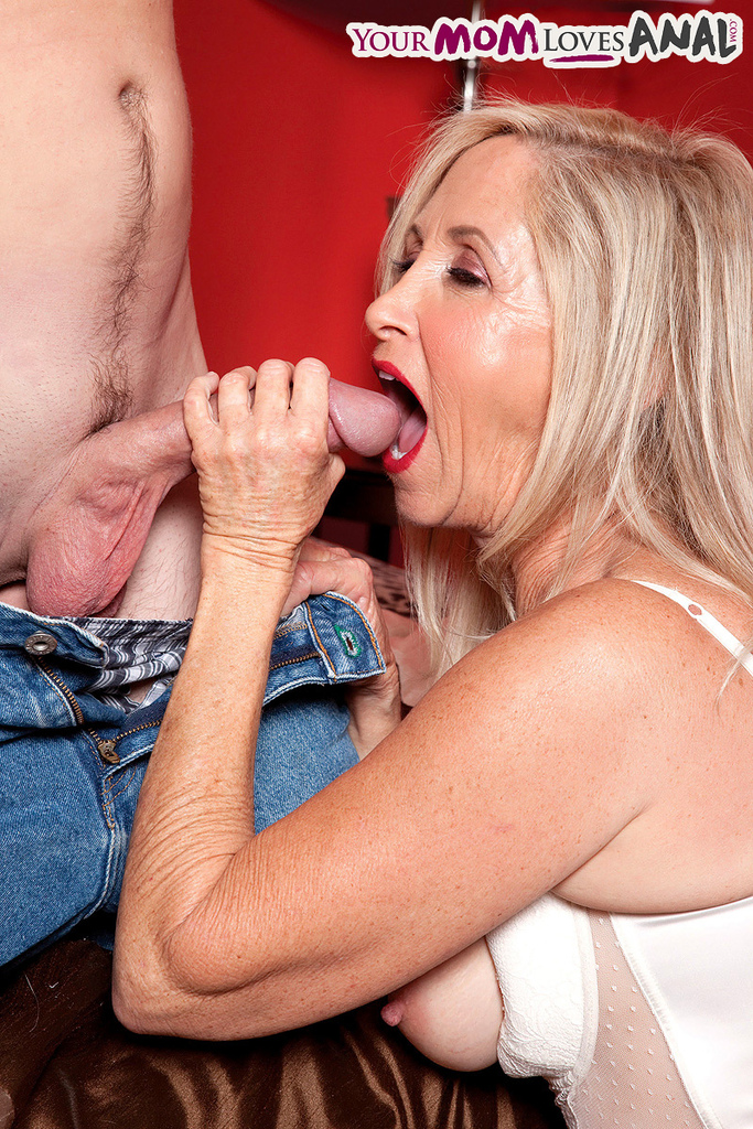 Loves anal Cougar