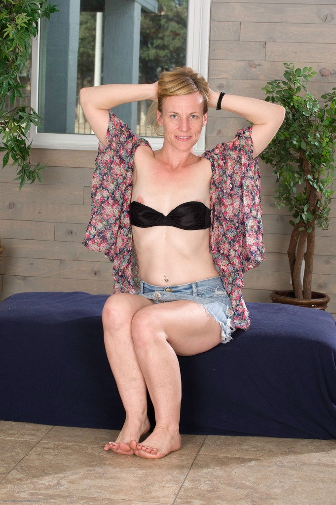 Barefoot naked wife