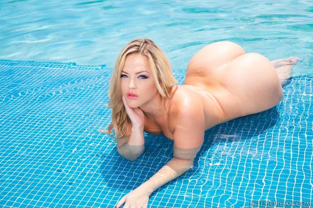 Blonde model Alexis Texas removes her swimsuit in shallow end of pool