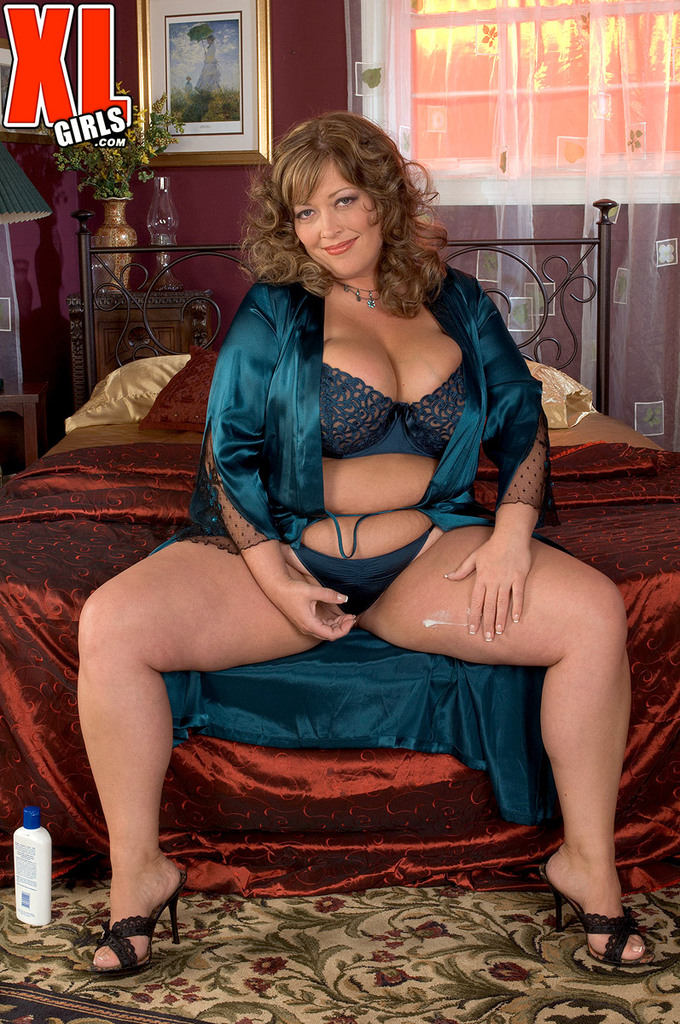 Share Bbw mature posing nude robe can recommend