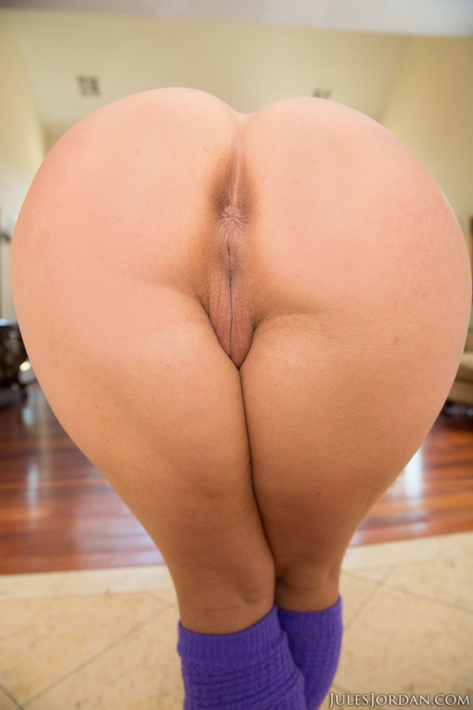 Shall Nude women with huge butts can
