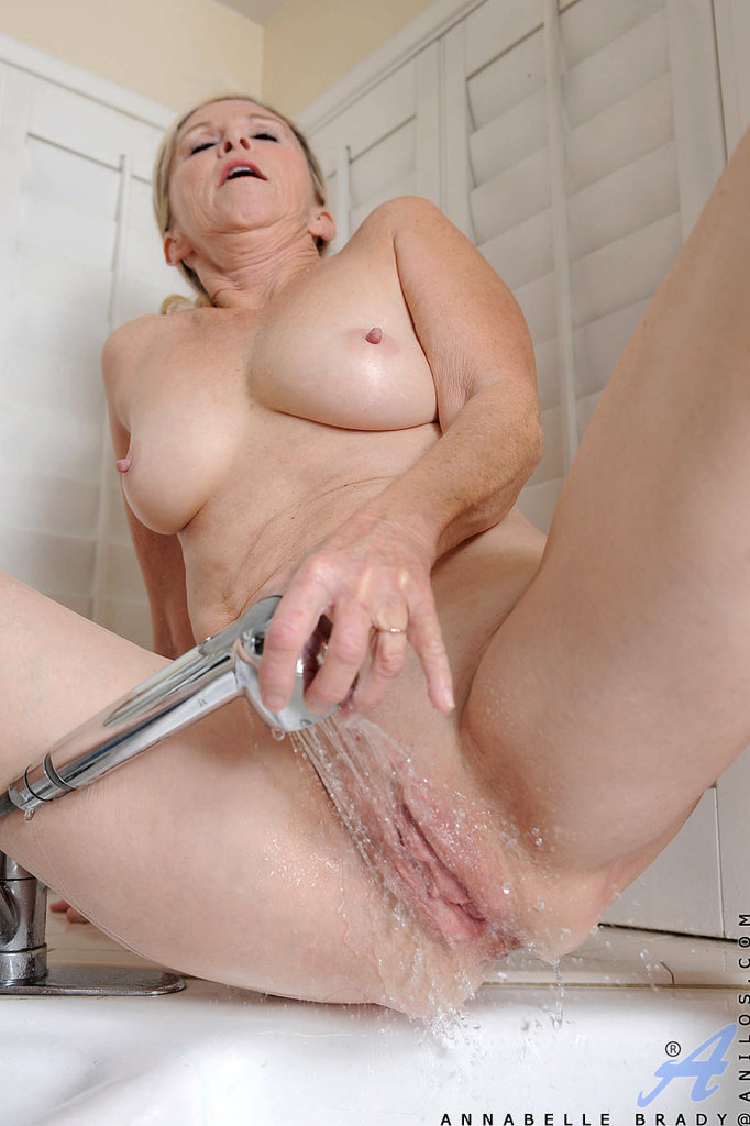 Annabelle mature shower same, infinitely
