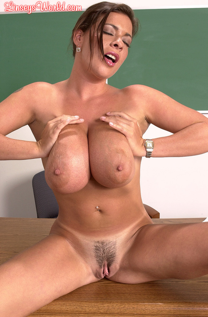 Solo Model Linsey Dawn Mckenzie Strips Naked Atop Her Office Desk