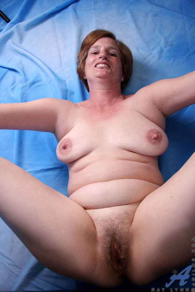 Mature bbw toying her pussy