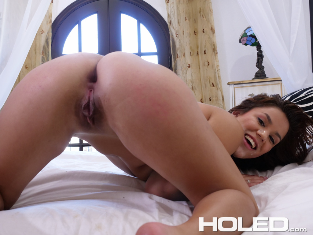 Naked chick Monica Sage opens up for a cumshot after deep ...
