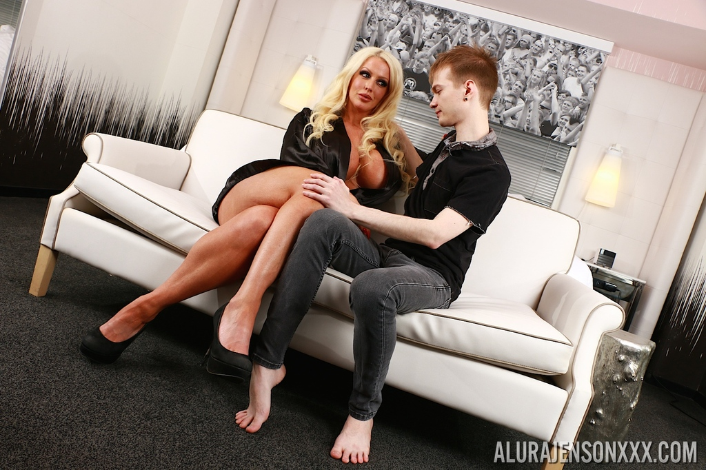 Big Tit Blonde Milf Threesome