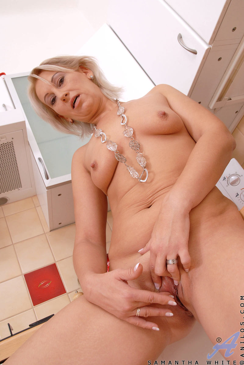 Milf fisting and squirting
